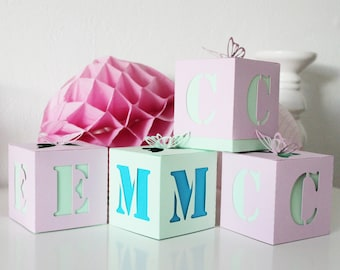 "10 boxes with dragees-candy - baptism - themed ""Butterfly"" for festive paper 210 gr - table personalized with first name initial"