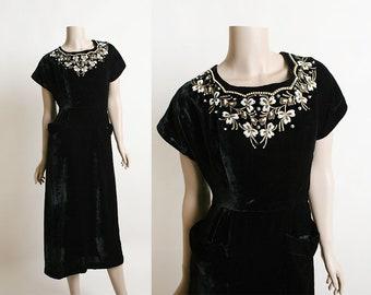 Vintage 1950s Dress - Black Velvet Beaded Flower & Pearl Rhinestone Sequin Formal Evening Dress - Pockets - Small Medium