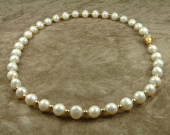 White Pearl Necklace 9 - 10 mm with Gold and Brilliants (Κολιέ Λευκών Μαργαριταριών 9 - 10 mm με Χρυσό και Μπριγιάν)