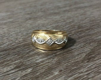 Vintage Diamond Band in 14k Yellow Gold with White Gold Filigree Accents, 0.07 ctw Diamonds G VS2, 5.3g, Size US 6.5 (ring sizing available)