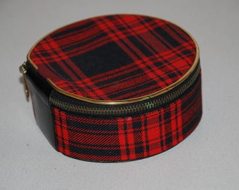 Tin Sweet britstyle jewelry box made of fabric with zipper and black leather bottom on the underside