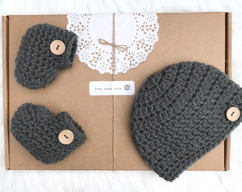 Crochet baby shoes, crocheted booties, baby boy shoes, baby girl shoes, hat and booties, infant shoes, baby shower gift, baby shoes