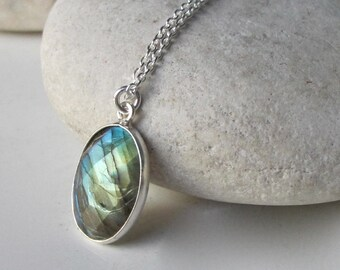 Oval Shape Labradorite Necklaces- Sterling Silver Gemstone Necklaces- Jewelry Gifts for Her- Classic Everyday Necklace