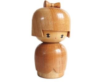 DELIGHTFUL & Stylish Woodgrain Kokeshi Doll. Japanese Kokeshi Doll. Sosaku Kokeshi. Vintage Kokeshi Doll. Kindai Kokeshi. Wood Doll. Japan.