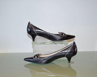 Memorial Day Sale Anne Klein Pointed-Toe Kitten Heel Pumps Black Leather with White Stitching - Size 7M