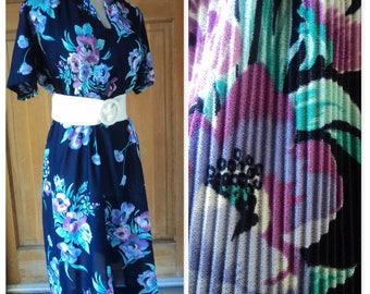 Vintage 70s Floral Dress Perma Press Pleated Bodice Secretary 1970s Crystal Pleats Dress L 38 B
