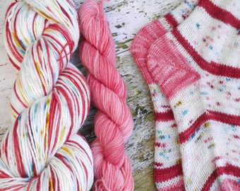 Special self striping Vintage Christmas with contrast yarn spoil base sockyarn