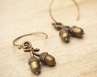 Acorn Earrings, Tiny Acorn Earrings, Nature Minimalist Earrings, Fall Jewelry, Autumn Jewelry, Woodland Earrings, Gift for her, Cute Gift