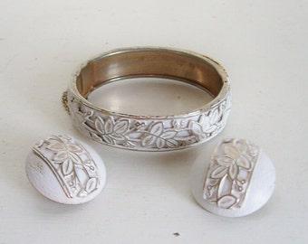 Vintage hinged clamper bracelet and clip on earrings set white enamel gold tone with embosssed metal leaf pattern bohemian bride wedding