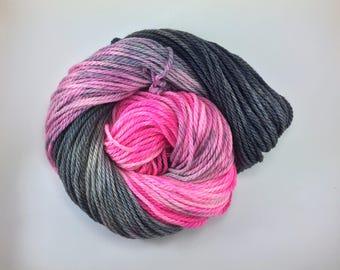 VERITASERUM  |  Hand dyed yarn  |  3 Ply Bulky  |  Bulky weight yarn  |  100% Superwash merino  |  100g  |  Indigo Boulevards