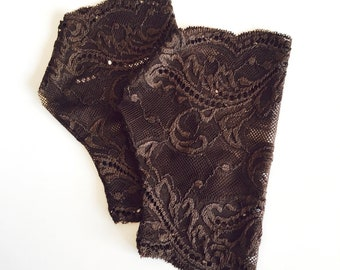 Lace Gloves in Brown. Stretch lace, fingerless lace gloves