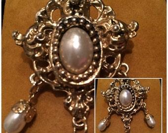 Vintage Goldtone Brooch with Pearls