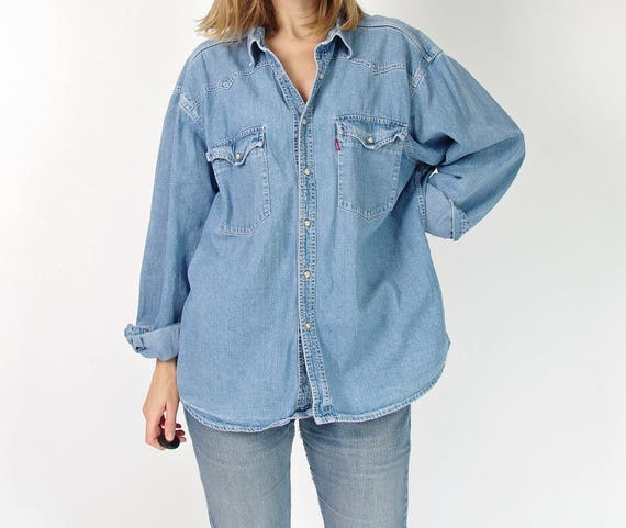 SALE 30% OFF 90s Levi's workwear boyfriend fit street style denim shirt
