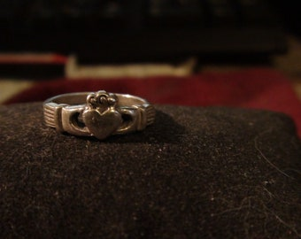 sterling silver vintage Claddagh ring