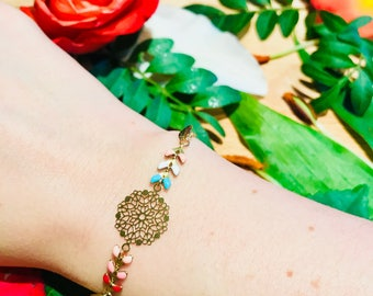 Minimalist gold multicolor pearl bracelet