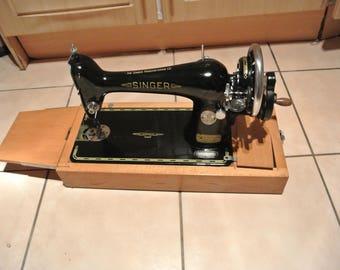 Hand crank Singer 66 Vintage Sewing Machine