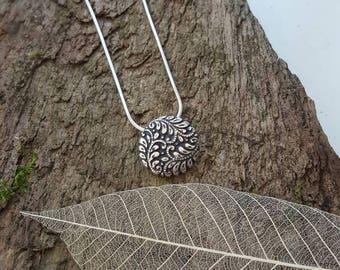 Handmade elegant Fine silver leaf/foliage detail pendant/necklace
