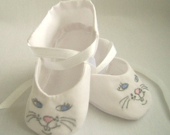 Bunny Faces, hand embroidered baby shoes, bunny baby booties, baby doll shoes size 3 to 6 mo.
