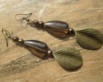 Amber glass stone with large antique bronze leaf