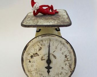 Vintage Old Triner Scale American Farmhouse Rusty Crusty Home Decor Early 1900's Kitchen Scale