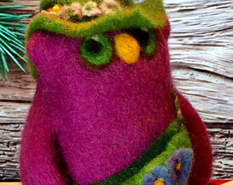 Vera The Owl, Needle Felted Owl, Soft Sculpture, Needle Felted Bird, Art Doll, Collectible Doll, Jazzy Owl, Desk Toy, Fun Décor