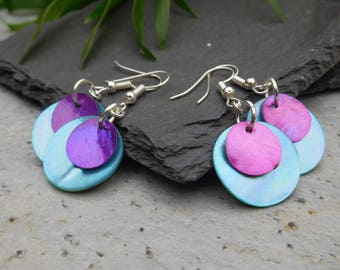 Layered disc earrings, made of shiny shell in contrasting turquoise blue/ hot pink, and turquoise blue/ purple.