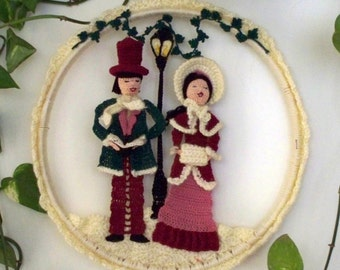 victorian carolers crochet wall hanging, crochet wall art, Christmas wall art, holiday decoration, Christmas wreath, Christmas carolers, art