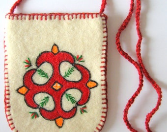 With wool embroidered felt bag.