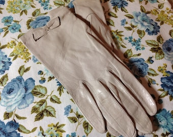 Vintage Beige Leather Gloves, 60's Wrist Length Gloves, Made In Italy Gloves, Size 6.5 Gloves