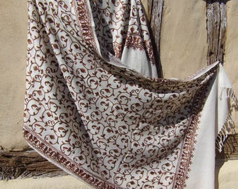 "Fine Wool  Luxurious shawl/stole. Pure  wool. White, Copper. Kashmir. 80 x 30"" 203 x 78 cm"
