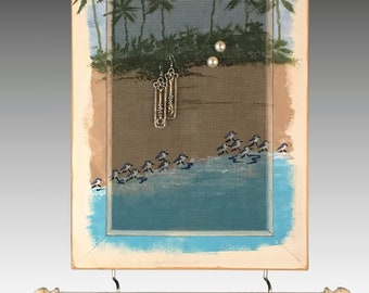 Hanging Shabby Chic Earring Holder & Jewelry Organizer. Hand Painted Screen. Wood Frame Earring Display with Necklace Holder. Sandpipers.