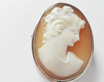 Antique pendant/brooch with elegant high quality cameo-in silver 900