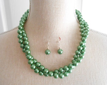 Green pearl set, green necklace, green earrings, Green weddings, green bridesmaid, bridesmaid gift, Wedding jewelry, wedding set, birthday