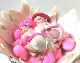 handmade-cadeaumagique-Fleur-Fimo-JUMELLES-Bebe-Pompon-rose-baby shower decorations cake toppers-composition-on measurement-bonnet-newborn