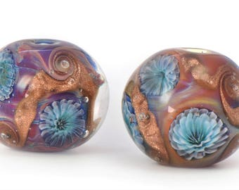 Ocean Anemone Bead, A Professional video tutorial for Lampwork Bead Makers, created by Jennie Lamb, filmed by Amanda Muddimer