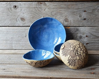 Five stoneware dishes in turquoise - MADE TO ORDER - one medium and four small  - Stoneware (grès) Plate