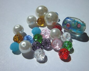 23 round and oval glass beads multicolor (PV58-4)
