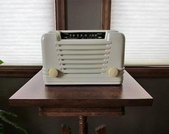 Vintage Coronado Tube AM Table  Radio - 1947 Model 43-8230