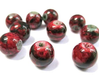 10 Red marbled black glass beads 10mm (S-37)