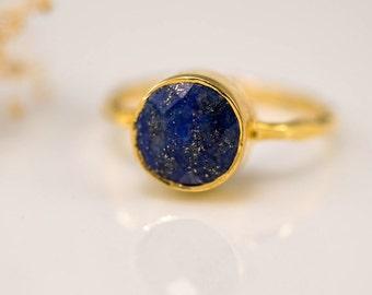 Navy Blue Lapis Ring Gold, September Birthstone Ring, Lapis Lazuli Ring, Gemstone Ring, Stacking Ring, Gold Ring, Round Ring, Cocktail Ring