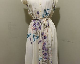 Vintage 1970's floral sleeveless dress! Size small!