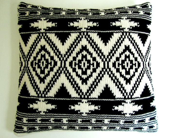 Housse de coussin tricot motif ethnique ikat kelim g om trique - Housse de coussin ethnique ...