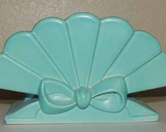 Vintage Aqua ABINGDON Pottery Fan Vase  Charming and a perfect touch
