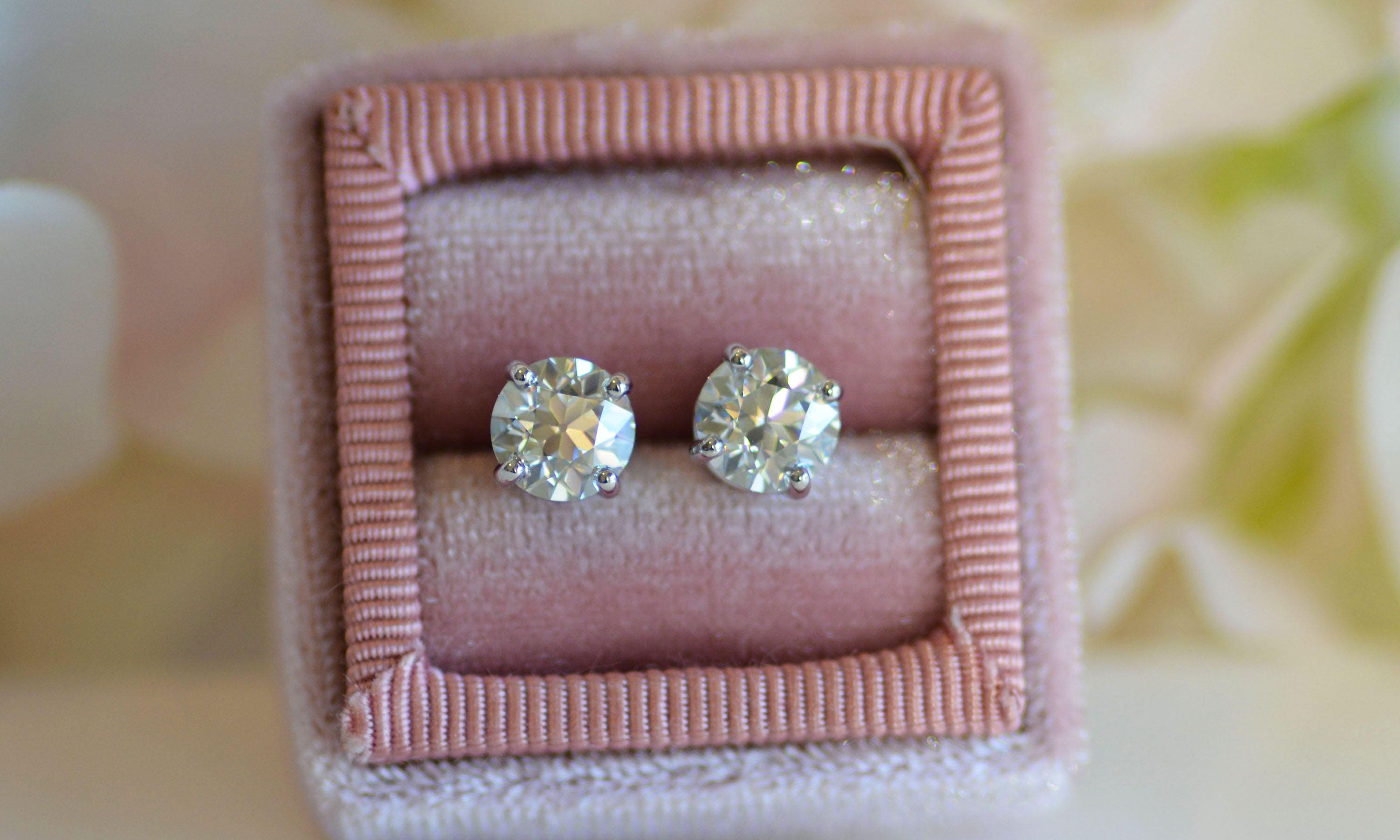diamond fire fullscreen jewelry lyst stud three view hearts prong gold earrings on moissanite white