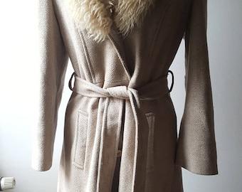 SALE 1970s 70s Princess coat with Fur collar