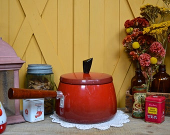 Vintage Red Aluminium Pot with Wooden Handle Fondue Pot with Lid Retro Cookware