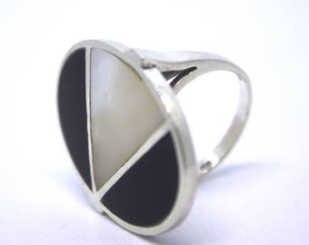 Rhinestone/Ring of sterling Silver, mother of pearl and Onyx