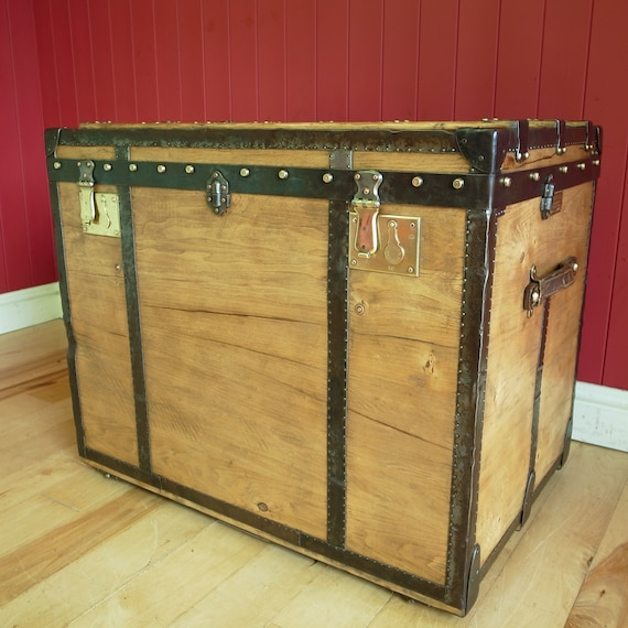 ANTIQUE STEAMER TRUNK Victorian Luggage Coffee Table Chest Box