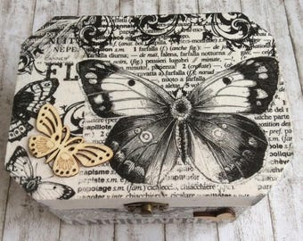Butterfly Box, Housewarming Gift, Gift for Butterfly Lover, Gift for Mother's Day, Birthday gift, Jewellery Box, Vintage Box