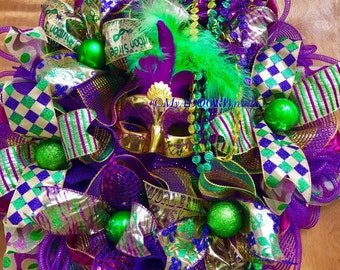 Mardi Gras Deco Mesh Wreath, Jester Mardi Gras Wreath, Coins Beads Feather Wreath, Fat Tuesday Decor, Jester Feather Mask Wreath, Whimsical